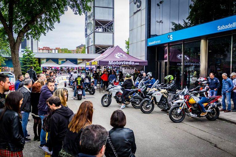 Zona de prueba de motos en el festival Gijón Motoweekend